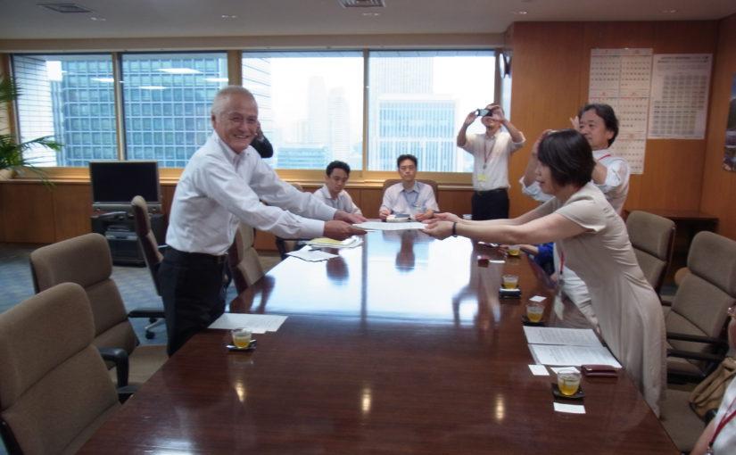 山本公一環境大臣を訪問し、意見書を提出しました(2016/8/18)